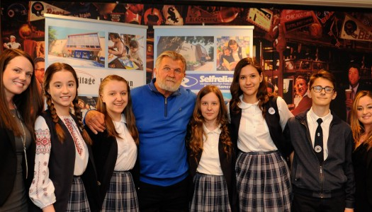 Sports Legend Mike Ditka Attends Fundraiser for Ukrainian School in Chicago